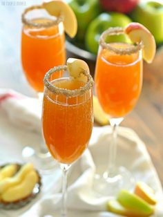 Apple Cider Mimosas - This is the best and easiest cocktail for Fall! Apple Cider loves Champagne.