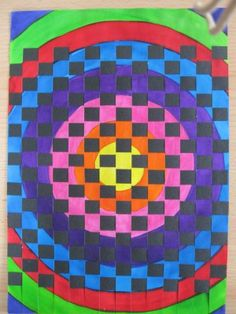 Dekorativní plocha s kruhy - tkaní proužkem papíru