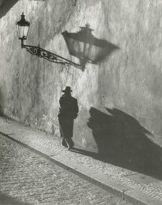 Prague, by Joseph Sudek Vintage Photography, Street Photography, Art Photography, Black White Photos, Black And White Photography, Old Photos, Vintage Photos, Photo B, Light And Shadow