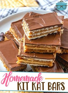 This no-bake dessert recipe for Homemade Kit Kat Bars is a family favorite! Layers of crackers, graham crackers, chocolate and peanut butter. Kit Kat Recipes, Candy Recipes, Baking Recipes, Sweet Recipes, Cookie Recipes, Kitchen Recipes, Baking Ideas, Köstliche Desserts, Delicious Desserts