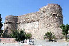 Castello Aragonese di Reggio Calabria. 38°06′52″N 15°39′00″E
