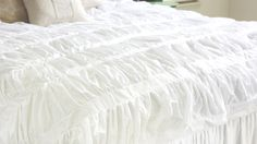 Tutorial for this Anthropologie inspired gathered/ruffled bedspread. I could do this.