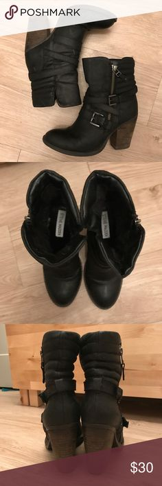 Steve Madden Raleighh boot These are gently worn Steve Madden boots. I usually wear a 5, but these feel snug despite being a size 6. Still in good condition and zippers work well. These boots are VERY comfortable to walk in. Steve Madden Shoes Ankle Boots & Booties