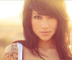 loveeee her bangs and makeup