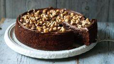 La torta magica alla Nutella si prepara in pochi minuti e richiede solo 2 ingredienti. Un peccato di gola da concedersi con poco sforzo