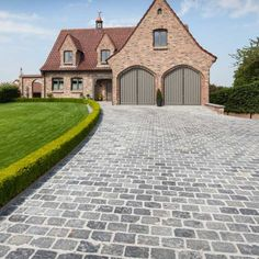 Blue grey limestone driveway cobbles - These stone pavers are fairly consistent in tone with a time-worn textured surface and a cool blue tone.