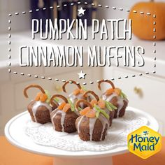 Get creative with our recipe for Pumpkin Patch Cinnamon muffins. An easy and adorable dessert that will look great on any Thanksgiving table. Mini Cupcakes, Cupcake Cakes, Boys Food, Cinnamon Muffins, Desert Ideas, Birthday Recipes, Dessert For Dinner, Thanksgiving Table, Something Sweet