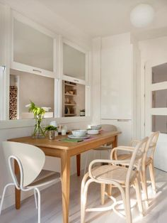 Interior windows from kitchen Küchen Design, House Design, Interior Design, Dream Furniture, Furniture Design, Kitchen Dining, Dining Table, Interior Windows, Vintage Kitchen