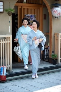 Geiko(Geisya), Toshikana and Toshimana. Kyoto. Japan.