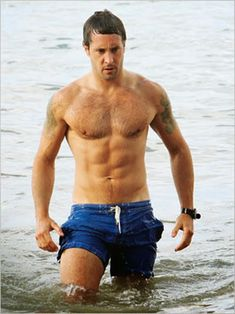 Alex O'Loughlin (born Alexander O'Lachlan on 24 August 1976 in Canberra, Australia) is an actor, currently starring in the CBS television series, Hawaii Five-0 as Lieutenant Commander Steve McGarrett. Description from ladeetdareads.wordpress.com. I searched for this on bing.com/images