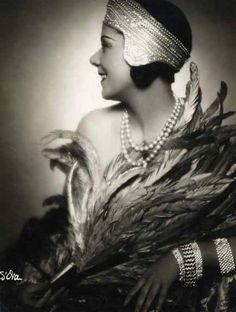 so30s: Fashion Portrait, c.1930 by Madame D'Ora   Verdeau