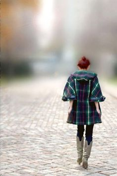 lauren moffat's vintage-chic style, absolutely adore the fall 2010 collection, with its cashmere cardigans and silk charmeuse tops, but especially the tartan pieces, and most of all, this tartan coat, perfect with jeans and tall leather boots {and opera gloves if it's chilly}