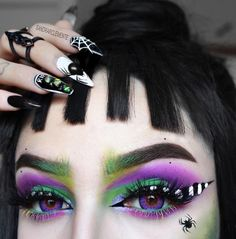 Our whole aesthetic is a DARK ROOM, so we totally get Lydia Deetz! Who else is under the trance of this Beetlejuice inspired eye from rockin' our 'Slayer' lashes! Beetlejuice Makeup, Beetlejuice Costume, Halloween Eye Makeup, Halloween Eyes, Halloween Makeup Looks, Halloween Cosplay, Goth Makeup, Makeup Inspo, Makeup Eyes