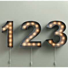Numeros de madera y pvc con lamparas de filamento ideales para usa como lamparas de mesa o como lamparas de pared