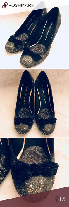 "Black and gold glitter pumps with bow detail Black and gold glitter pumps with bow detail Fun heels for any event! Heel height approx 3.75"" Size 8 Good condition, minor exterior scuffing, comes with ball of feet padding Chinese Laundry Shoes Heels"