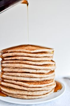 Whole Wheat Greek Yogurt Pancakes Recipe - NO EGGS! brunch, low carb, vegetarian, mothers' day, breakfast with 8 ingredients Greek Yogurt Pancakes, Pancakes And Waffles, Cinamon Pancakes, Quinoa Pancakes, Greek Yoghurt, Breakfast And Brunch, Breakfast Recipes, Pancake Recipes, Breakfast Ideas
