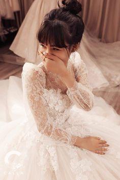 Calla Limited 2019 for Kieu Dieu Linh design by Phuonglinh Weeding Dress, Dream Wedding Dresses, Boho Wedding Dress, Wedding Attire, Bridal Dresses, Wedding Gowns, Backless Wedding Dress With Sleeves, A Line Wedding Dress Sweetheart, Spaghetti Strap Wedding Dress