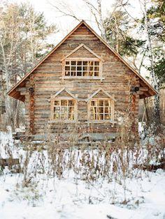 Russian log cabin | Olga Plakitina Photography | see more on: http://burnettsboards.com/2014/12/romantic-russian-winter-engagement-editorial/