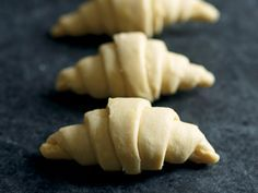 Lépésről lépésre: így készül az igazi croissant Croissant, Clean Eating, Food And Drink, Pizza, Sweets, Cheese, Cookies, Baking, Drinks