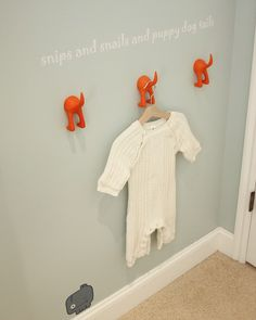 Nursery rhyme for boys that goes along with puppy butt hooks.  gallery.projectnursery.com
