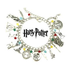 Check it out Potter Heads! Harry Potter Charm Bracelet, Harry Potter Charms, Harry Potter Jewelry, Harry Potter Love, Harry Potter Characters, Slytherin, Hogwarts, Book Logo, Golden Snitch