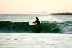Surfing holidays is a surfing vlog with instructional surf videos, fails and big waves Kite Surf, Hawaii Surf, Surfing Pictures, California Surf, Learn To Surf, Surf Style, Beach, Surfboards, Kitesurfing