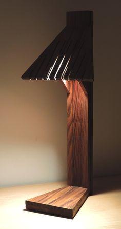 """Denys Mollard est un designer Français qui s'est toujours passionné pour les métiers artistiques. D'abord ébéniste, puis maquettiste, il devient architecte d'intérieur et, passionné par le bois et la matière, il commence à imaginer une ligne de lampes en bois pour rehausser les intérieurs qu'il restructure et décore. Il crée ainsi Woodlamp Design.  Il nous présente Abani, une lampe de bureau en teck massif huilé. """"Cette lampe, tel un totem s'impose d'elle-même par sa silhouette à  fois..."""