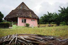 #cuba #santiagocuba #santiago #resto #restaurent #construction #agua #thermal #thermalwater #village #montage #voyage #vancance #2018 #sony #sonyimages #a7ii #35mm #fullframe #dehors #nature #free #libre #liberter #amiga #amigo #friend #priver #private #relax