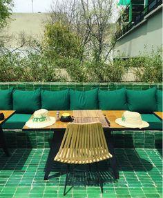 Le jardin Souk Marrakech, Jardin Luxuriant, Glass Brick, Outdoor Furniture Sets, Outdoor Decor, Cafe Design, Travel Images, Landscape Architecture, Outdoor Gardens