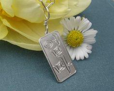 """Mom"" pendant. Korean."