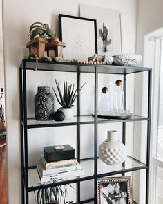 apartment living 51 Brilliant Solution Small Apartment Living Room Decor Ideas That You'll Like Home Living Room, Interior Design Living Room, Living Room Designs, Living Room Decor, Living Room Shelves, Kitchen Interior, Living Room Inspiration, Home Decor Inspiration, Decor Ideas
