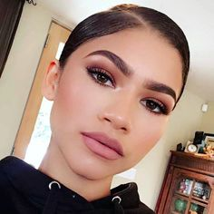 "Zendaya Had A Great Reaction To Being Called ""A Gay Dude Wearing Makeup"" - http://oceanup.com/2016/05/09/zendaya-had-a-great-reaction-to-being-called-a-gay-dude-wearing-makeup/"