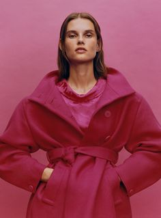 Zara places a focus on outerwear for its latest style guide starring Giedre Dukauskaite. The Lithuanian model tries on new season outerwear and suiting… Mode Zara, Zara Models, Zara Official Website, Zara Fashion, Belted Coat, Dress With Boots, Zara Women, High Collar, Color Negra