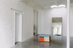 geverfde witte muren bakstenen BINNENKIJKEN. Transparant pakhuis - De Standaard: http://www.standaard.be/cnt/dmf20151016_01922508?pid=5108396