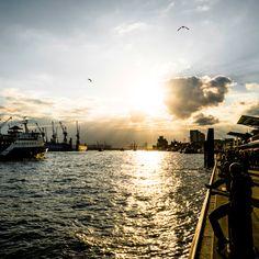 Hamburg Landungsbrücken Sonnenuntergang an der Hafenkante   Bildschönes Hamburg   Bilder Online Shop New York Skyline, Germany, Celestial, Sunset, Travel, Outdoor, Cities, Gothic, Pictures