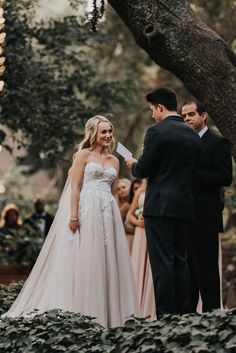 You'll be enchanted by this wedding ceremony under a grand oak tree | Image by Jonnie + Garrett Wedding Photographers