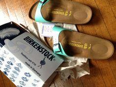 "EBAY #39: BIRKENSTOCK Madrid, in MINT GREEN: ""Bought for $39.99, without shipping fees."" [Title: BIRKENSTOCK Madrid Birko-Flor Mint Green SANDALS Womens 40 - 9 - 9.5 NEW Box $69.] #long-title %_% [Prelud: Not CORNS, but CALLUSES.] *right foot displays my morton's toe. I am the true ""Ancient Greek"" described so mystically in Modern folklore. Do not mourn for my being exhibited."