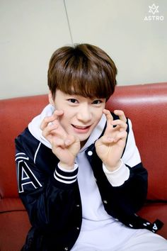 [02.05.16] Behind the scene from Music show promotions - MoonBin