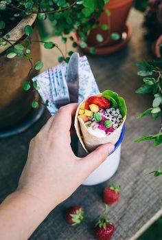 Vegetarian Wrap / Vegetarisk wrap med Rödbetshummus, Fetaoströra, Nektarin, Quinoa & Jordgubbar - Evelinas Ekologiska