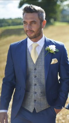 17 Awesome Groomsmen - Beauty of Wedding Royal Blue Suit, Blue Suit Men, Navy Blue Suit, Navy Suits, Mens Wedding Suits Navy, Blue Suit Wedding, Mens Suits, Suit Hire, Marie