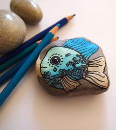Main peint galet de plage, presse-papier, Pierre, cadeau de décoration d'intérieur pour collègue enfant décor menthe bleu turquoise champagne poisson