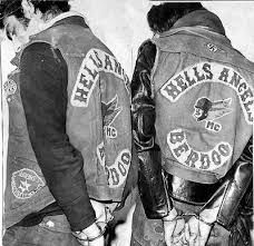 Motorcycle Gang Hell s Angels Edition Motorcycle Clubs, Motorcycle Jacket, Der Club, Survival Blanket, Hells Angels, Work Gloves, Biker Chick, Latest Books, Harley Davidson Motorcycles