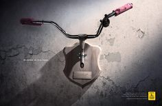 Publicité - Creative advertising campaign - Cyclist: Hunted in the park Print Advertising, Creative Advertising, Advertising Campaign, Print Ads, Marketing And Advertising, Guerilla Marketing, Batman Logo, Advertisement Examples, Ad Of The World