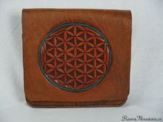 x Leather Bag Leather Bags, Leather Purses, Leather Handbags, Must Have Items, Day Bag, Flower Of Life, Hand Stitching, Bag Making, Messenger Bag
