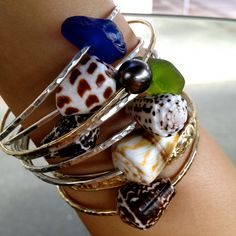 I love the mix of the shells & glass....Island Style!