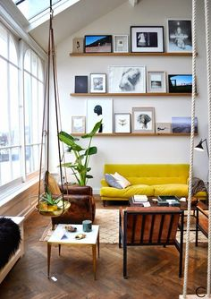 Persoonlijke styling in je interieur - lijsten aan de muur - Pimpelwit styling | Interieurontwerp en styling advies