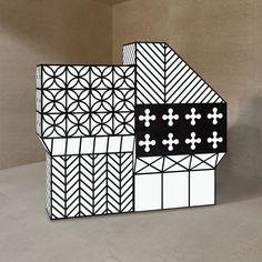 Du graphisme en noir et blanc pour ce buffet design Photo : Emmemobili Tudor Bonanza est une famille de buffets, armoires et tables inspir...