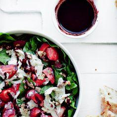 Sałatka ze szpinaku, truskawek i mozzarelli - Przepis