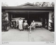 """Bill Owens """"Our house is built with the living room in the back, so in the evening we sit out front of the garage and watch the traffic go by"""" (1970-1971, tirage 1982) .preuve g.latino-argentique Collection LACMA © Bill Owens"""