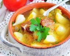 Soupe de légumes maigre à la saucisse de Morteau : http://www.fourchette-et-bikini.fr/recettes/recettes-minceur/soupe-de-legumes-maigre-la-saucisse-de-morteau.html